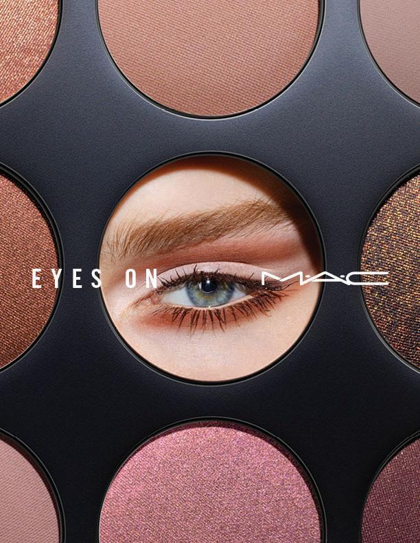 Eyes on M∙A∙Cの広告写真(スモール アイシャドウ × 9を使用した女性の写真)