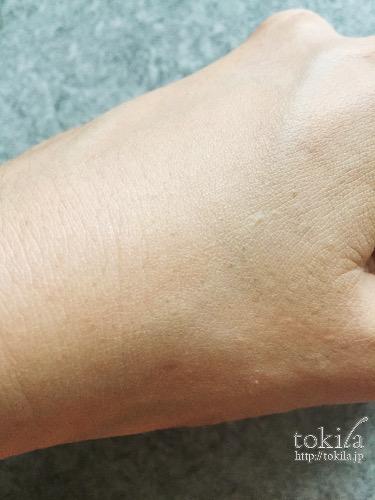 ランコム タンミラク コンパクト 手の甲に塗った表面