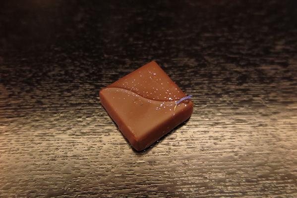 ブルガリ東京レストラン チョコレート・ジェムズ 「オ・パフメ オーテブルー」