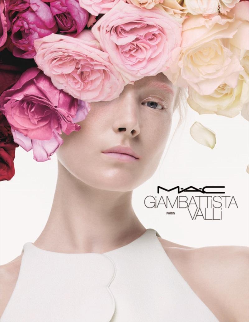 M・A・Cがファッションデザイナー、ジャンバティスタ・ヴァリとのコラボ広告画像
