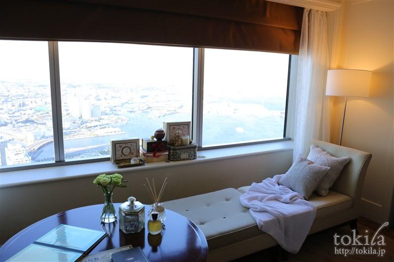 横浜ロイヤルパークホテル×SABONコラボレーション宿泊プランデラックスツイン窓辺
