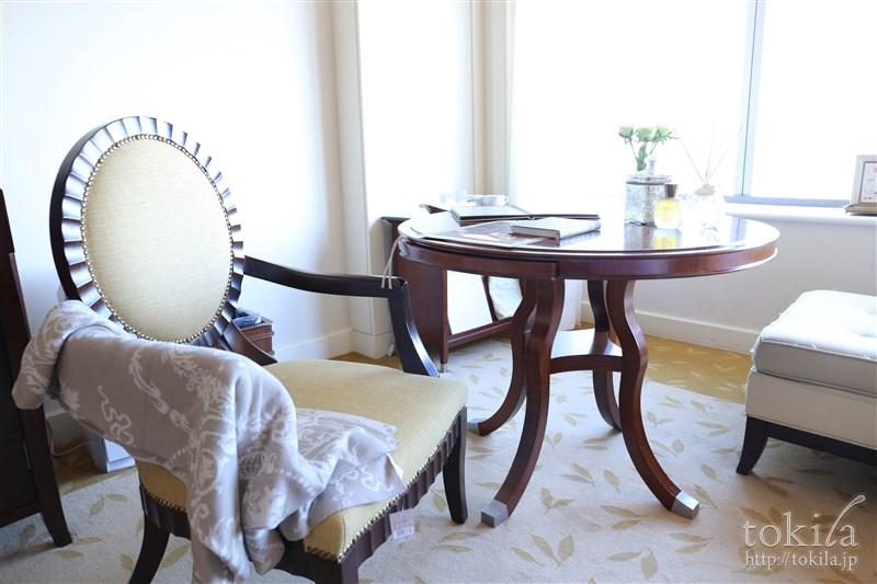 横浜ロイヤルパークホテル×SABONコラボレーション宿泊プランデラックスツインチェアとテーブル1
