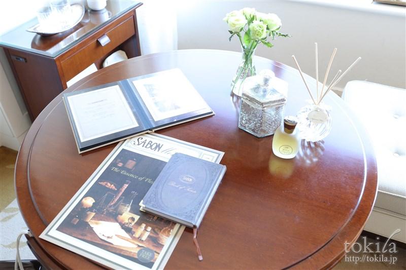 横浜ロイヤルパークホテル×SABONコラボレーション宿泊プランデラックスツインチェアとテーブル2