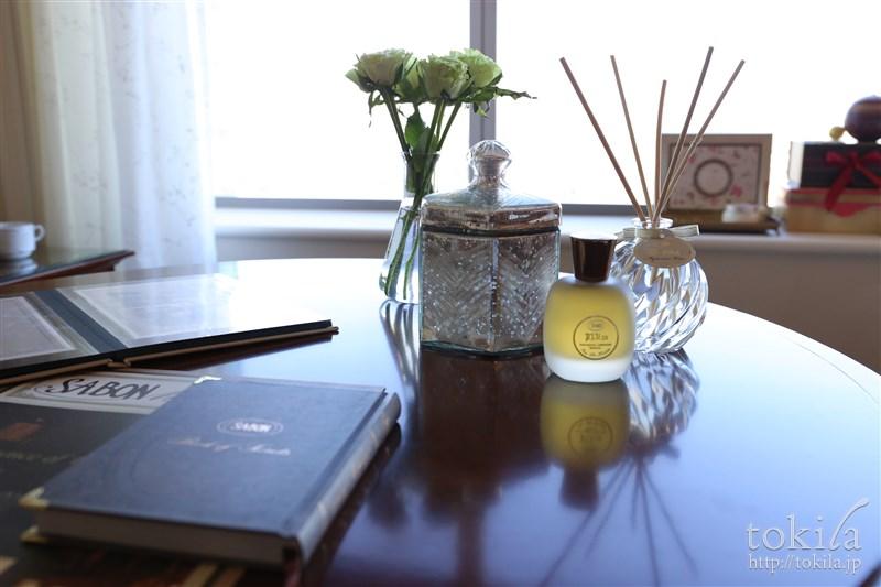 横浜ロイヤルパークホテル×SABONコラボレーション宿泊プランデラックスツインチェアとテーブル3