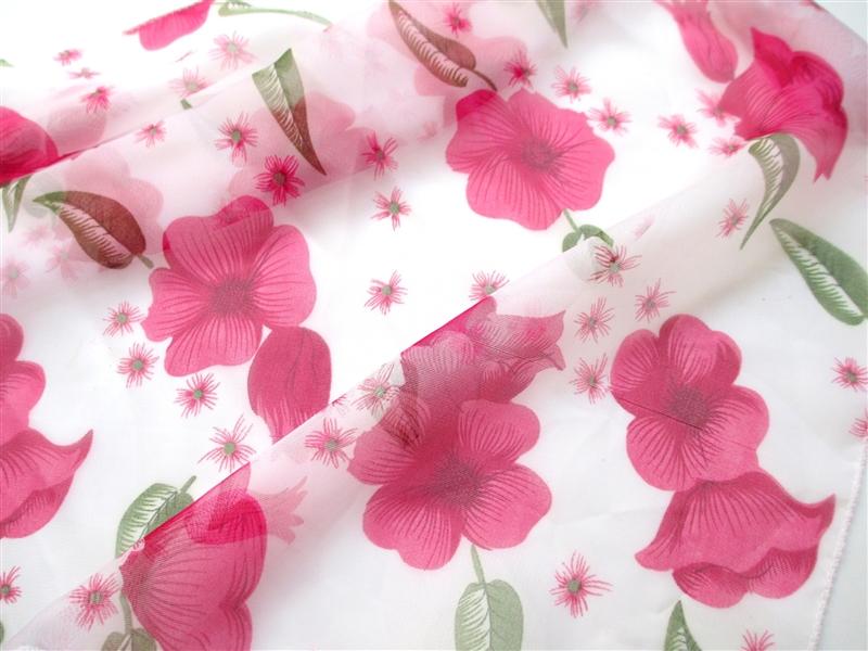 花柄のスカーフ