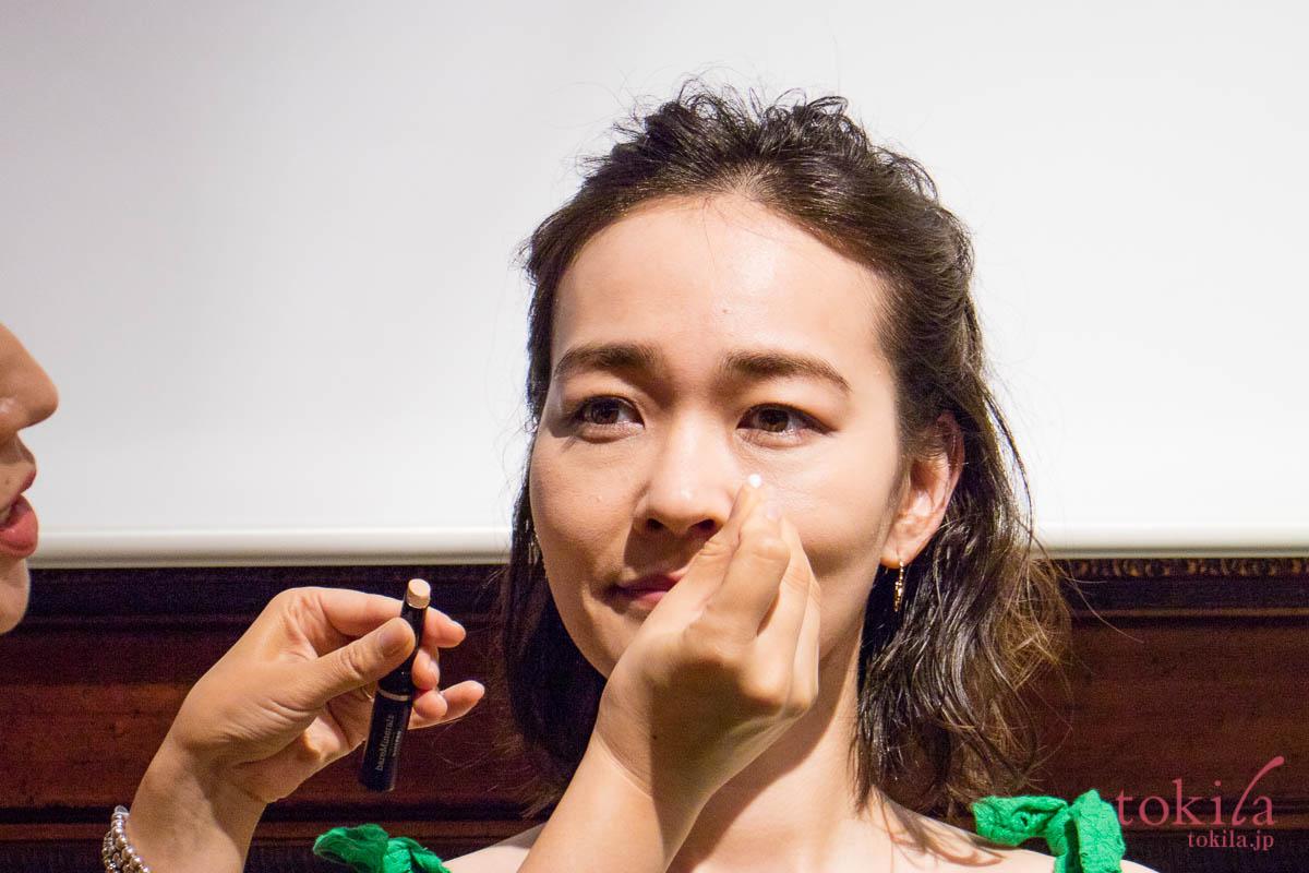 ベアミネラル2018summer新商品発表会 長井かおりさんのメイクデモ4
