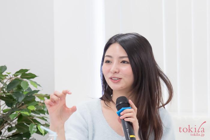美容家濱田文恵の美容講座 アドバイスをする濱田文恵さん