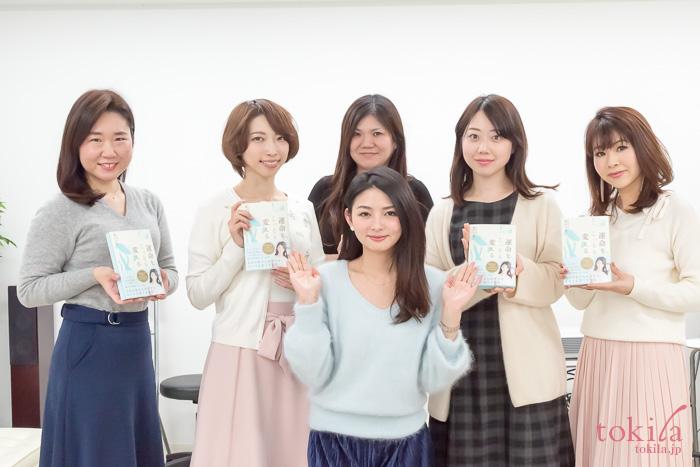 第二部終了後濱田文恵さんと記念撮影をするtokilaメンバー