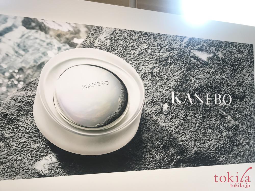 KANEBO THE EXCEPTIONAL発表会入り口の透明美を表現したディスプレイ