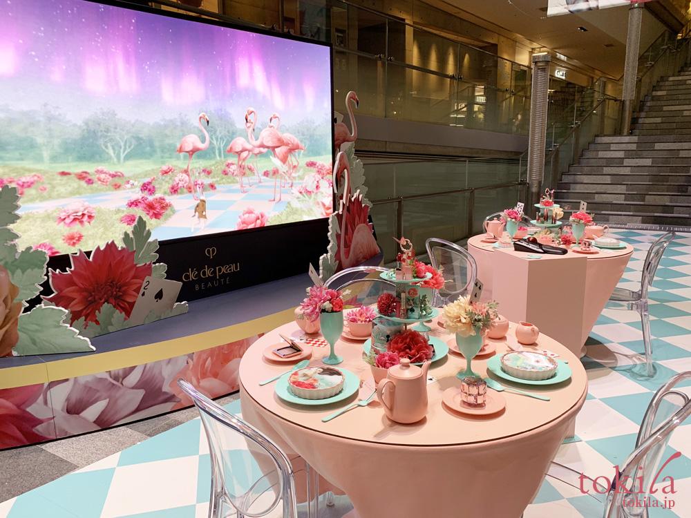 表参道ヒルズのイベント クレ・ド・ポーボーテのホリデーコレクションのティーパーティー風ディスプレイ
