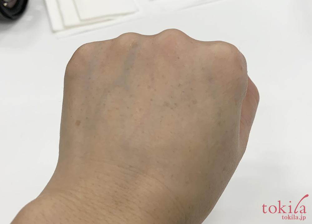 ルナソル 2019ssスムージングジェルウォッシュを手で試しワントーン明るくなった画像