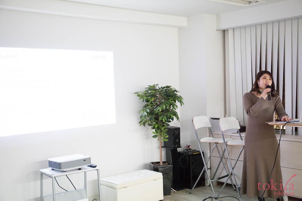 tokilaメンバー参加型キャラバン日記 スピックの小林さんがスライドを使って会社や商品を説明